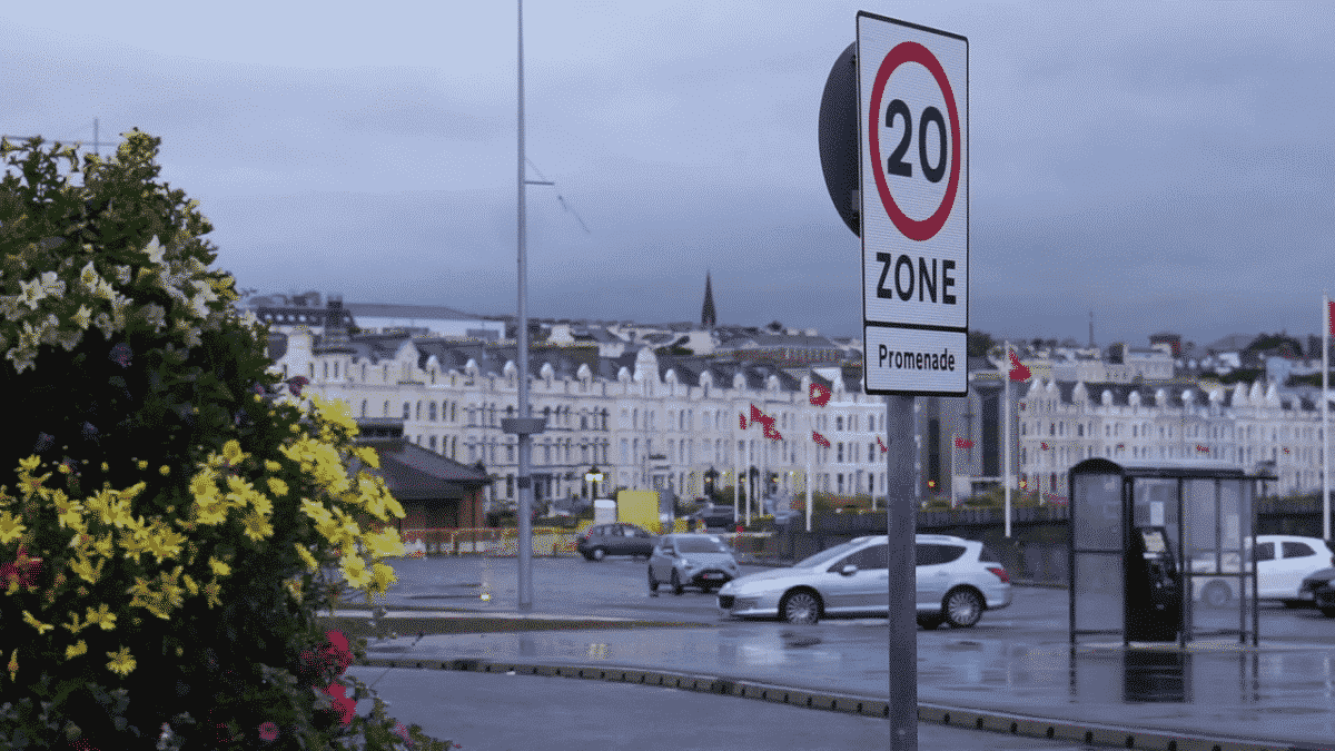 A permanent 20mph Speed Limit Sign on the Promenade